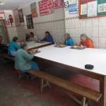 11 Die älteren Leute beim Essen