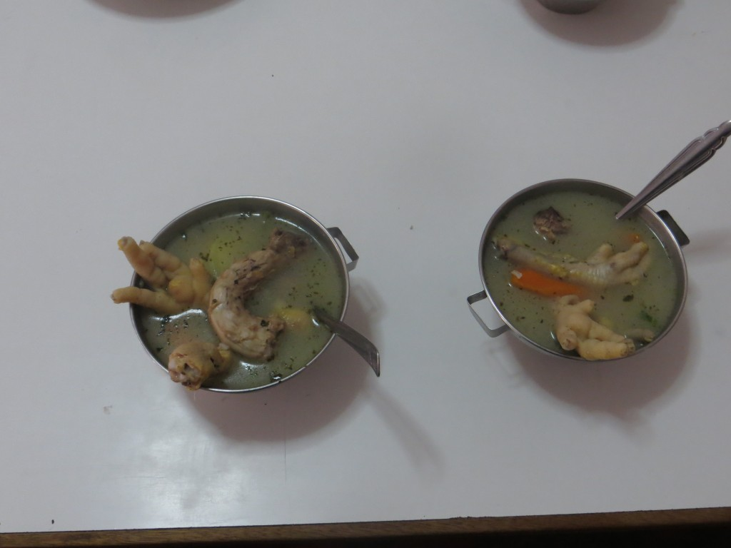 13 Hühnersuppe mit lecker krallen - iiihh