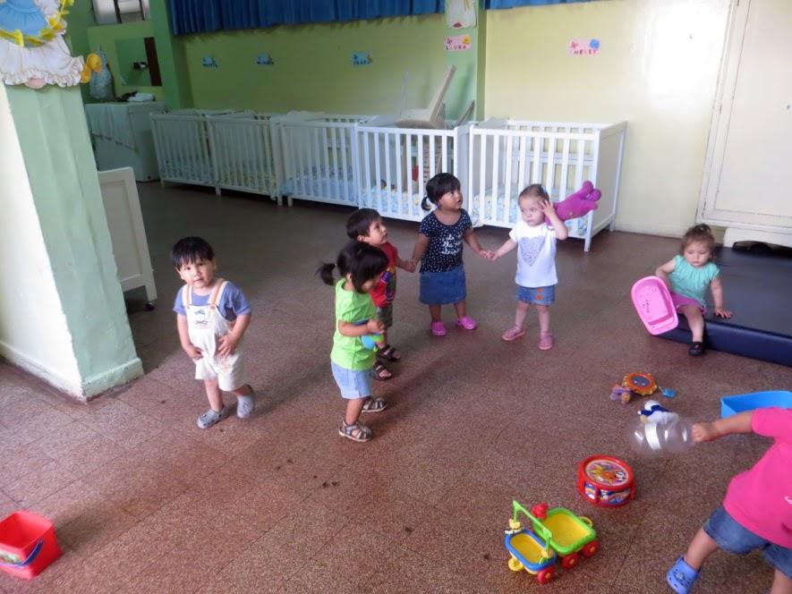Die Kinder am Tanzen